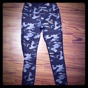 NWT 90 Degree by Reflex camo leggings🖤